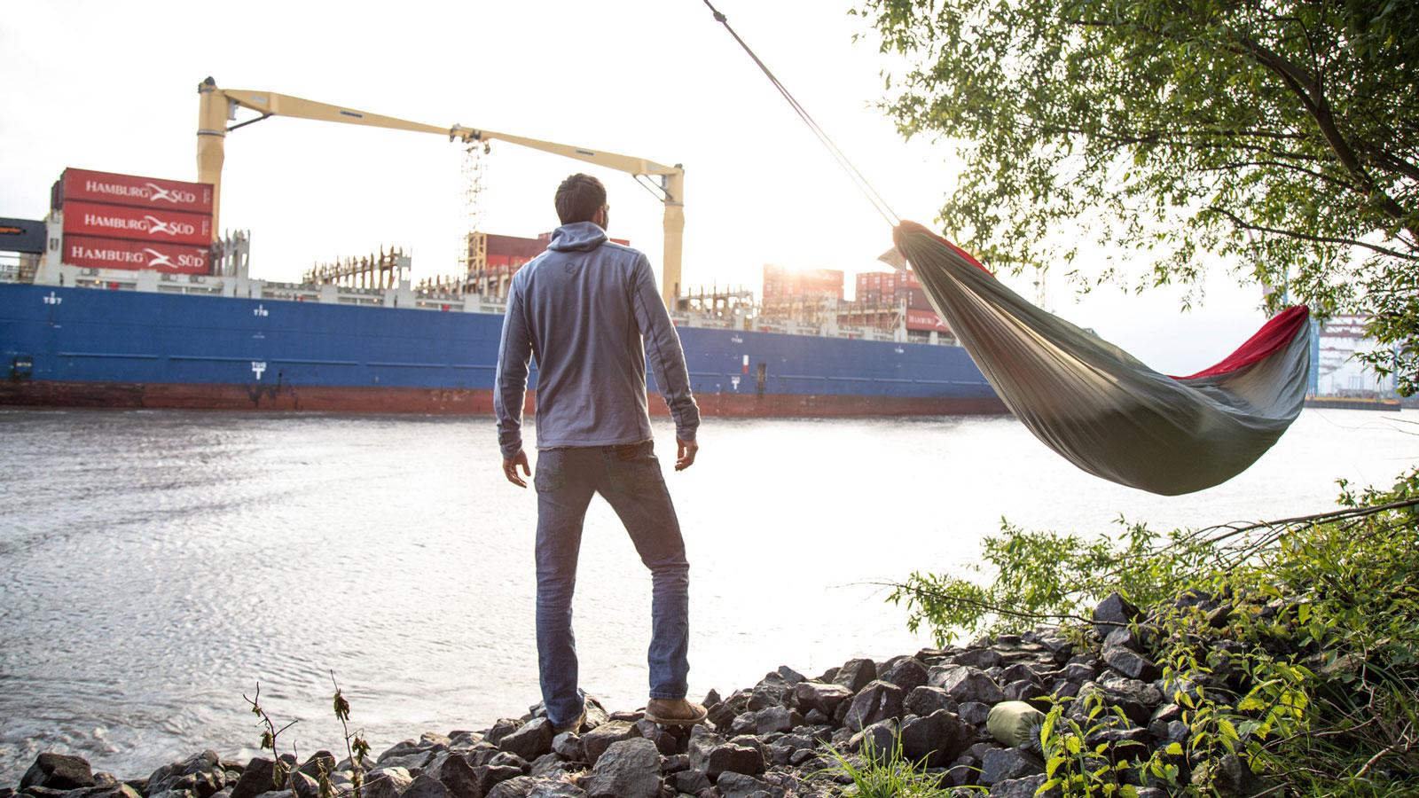 Mikroabenteuer: Christo Foerster am Hamburger Hafen